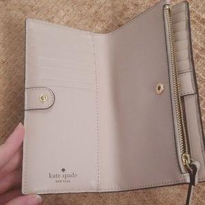 kate spade Other - Kate Spade New York Bilfold wallet Maise design